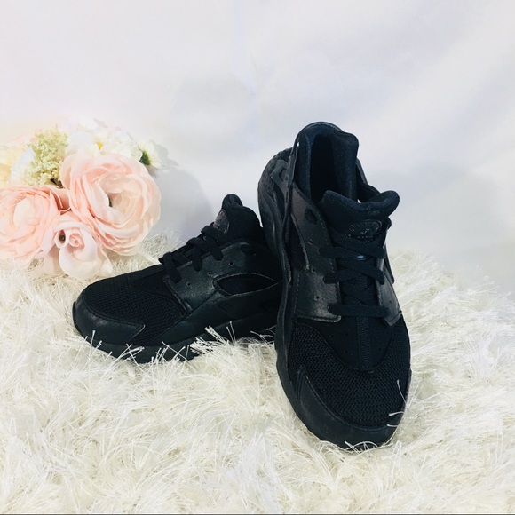 d7992dd36bd8 Nike Huarache Run Little Kids Shoes Black Black 2Y.  M 5ab25005a44dbeff1f7da68a
